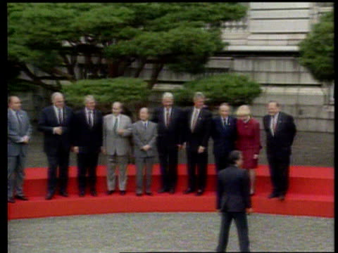 The Boris Yeltsin collection INT MS Major opposite Yeltsin at lunch meeting with other officials present ZOOM IN to Major shaking hands with Yeltsin...