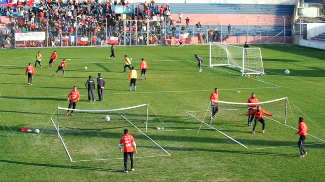 The Chilean national football team trained in Mendoza on Wedneday a day after they beat Peru 10 toand gained the top shot in group C of the Copa...