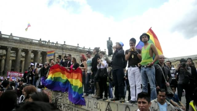The Colombian Senate started debating same sex marriage on Wednesday and both LGBT groups and opponents of marriage equality protested outside the...