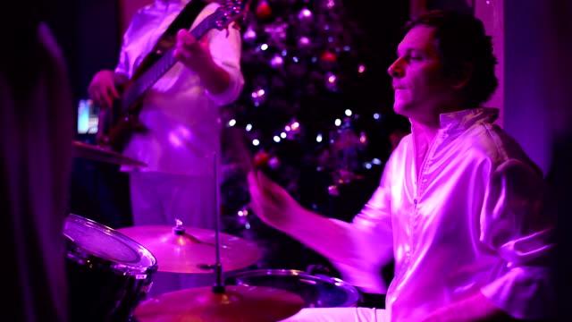 Den Schlagzeuger.