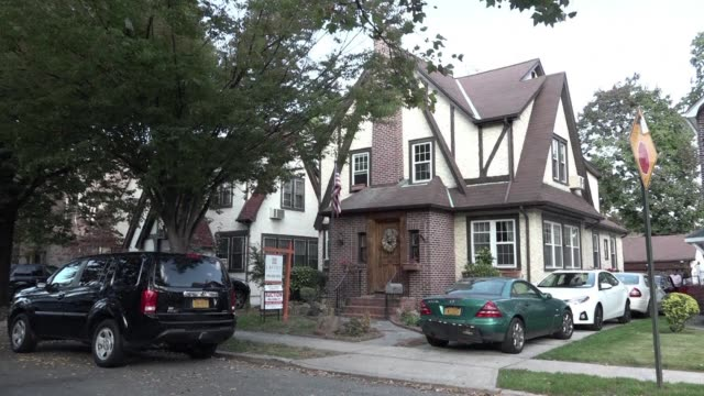 The first childhood home of US presidential contender Donald Trump was set to go to auction in New York on Wednesday night