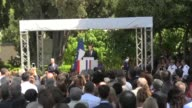 The French President Emmanuel Macron took advantage of his visit to the French school in Athens to talk about the refounding of Europe and the...
