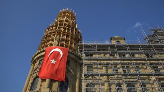 Haydarpasa Bahnhofsgebäude mit türkischer Flagge