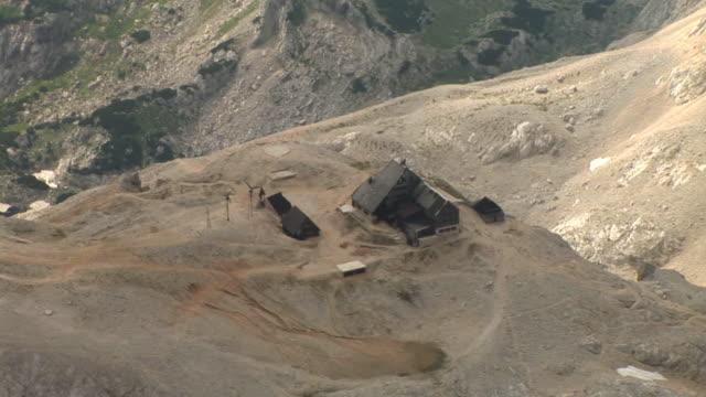 HD: The hut on Triglav