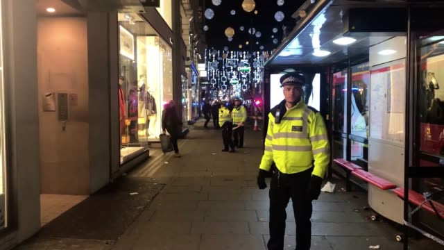 The Metropolitan Police are responding to a 'customer incident' in the Oxford Circus area Two people who were near the scene describe the situation