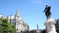 Das Denkmal des Königs Pedro IV auf dem Hauptplatz von Porto, Portugal