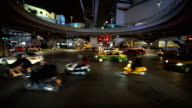 TU/de nieuwe mijlpaal. Verkeer kruispunt Pathumwan, Bangkok, Thailand.