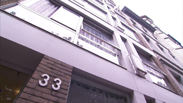 The number 33 indicates an apartment address.
