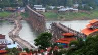 Alte hölzerne Brücke ist zusammengebrochen, Thailand