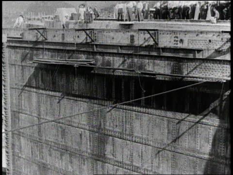 W the Panama Canal / Panama