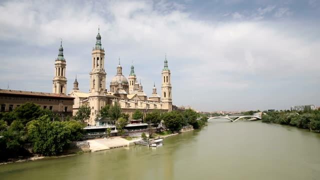 VDO: die Pilar Kathedrale in Saragossa, Spanien