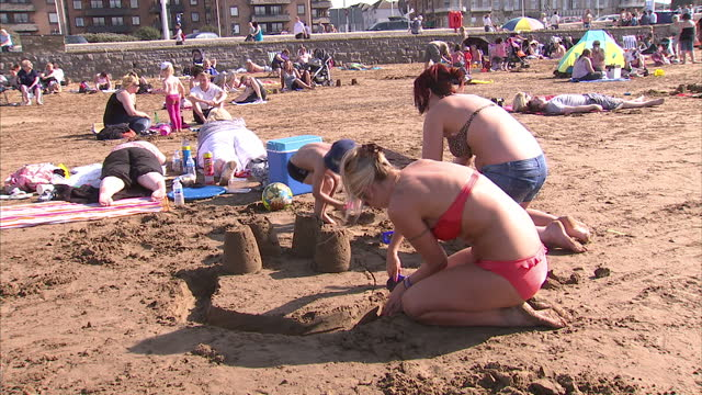 The record has been broken for the highest temperature recorded in October Gravesend in Kent was the place to be as the temperature hit 29 point 9...