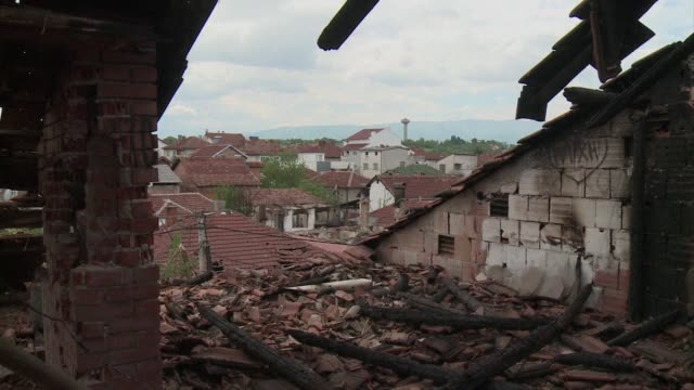 The residents of the district of Divo in the nothern Macedonian town of Kumanovo have woken up to destruction after a weekend shootout that left 22...
