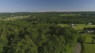 Het landschap luchtfoto van Poconos, Monroe County, Pennsylvania. De zonnige Zomerochtend. Het panoramische uitzicht op de Kunkletown over de velden en het bos.