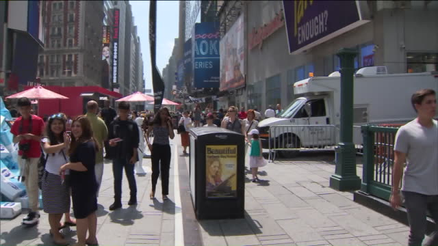 The Snack company 'Kind' put a pile of sugar boxes totaling more than 45 thousand pounds in the middle of Times Square The company says that's the...