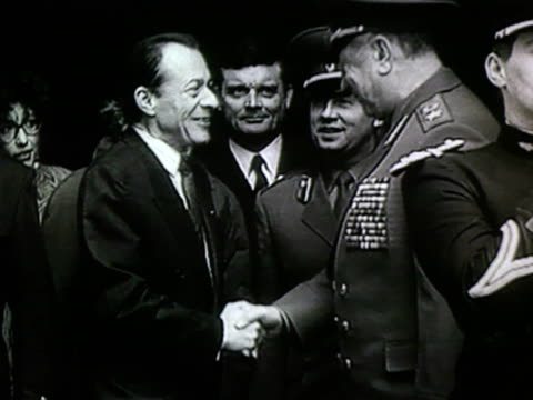 MS The Soviet Defence minister Dmitri Yazov meets Michel Rocard in Paris Yazov answering questions about presence of Soviet troops in Lithuania AUDIO...