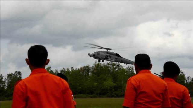 The US Navy joins the search and rescue operation for AirAsia Flight 8501