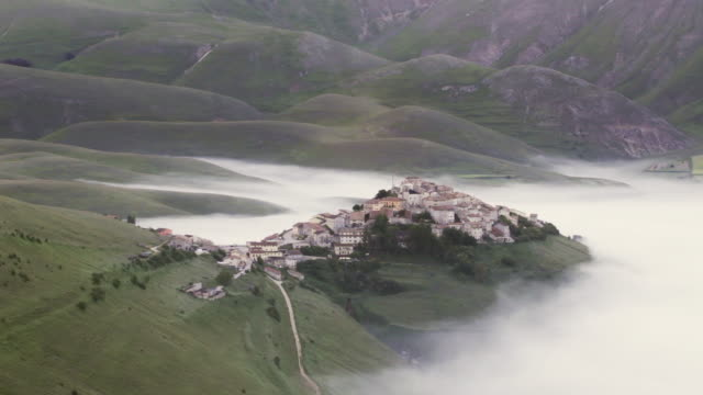 The village of Castelluccio on the Piano Grande.