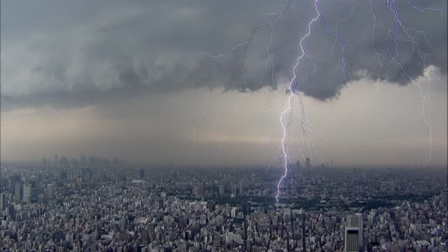 The welldeveloped thunderclouds create streak lightning/Shot from the Tokyo Skytree on May 92014