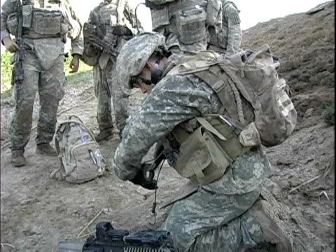 Third Infantry Division US soldier preparing C4 explosives / Arab Jabour Iraq / AUDIO
