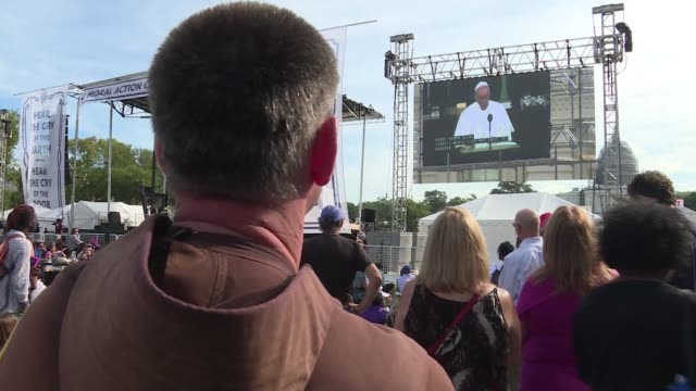 Thousands of environmental activists gathered on the Washington mall Thursday to listen to Pope Francis as he delivered a speech before Congress...