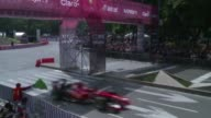 Thousands of spectators went to see Ferrari F1 racer Esteban Gutierrez roam Reforma Avenue in a demo this Sunday ahead of Mexico Grand Prix