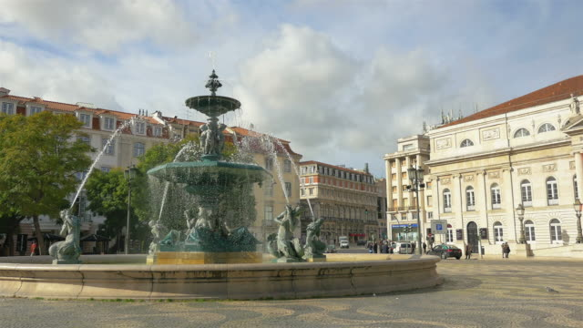 Three videos of fountain on the RossioSquare– Lisbon in 4K
