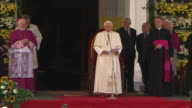 Thunderous applause, pope 2008