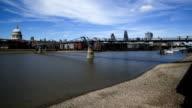 Tides Themse im Millenium Bridge-London, Zeitraffer