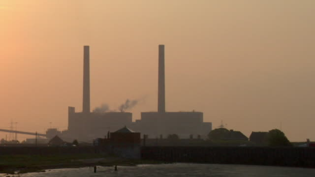 CU, ZO, WS, Tilbury power station by river Thames at sunrise / Essex, England