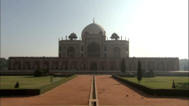 Tilt down from Humayun's tomb to fountain Available in HD.