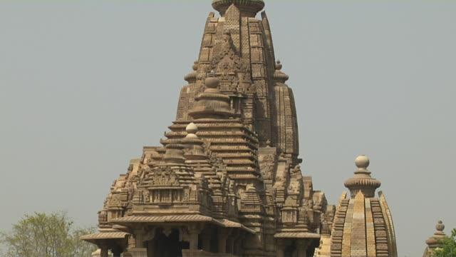 Tilt down khajuraho temple entrance chhatarpur madhya pradesh