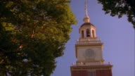 Tilt down zoom out bell tower and Independence Hall / Philadelphia