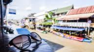 Tidsfördröjning: Amphawa Floating Market traditionella Thailandresor