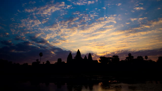 Time Lapse - Angkor Wat Sunrise (Zoom In)