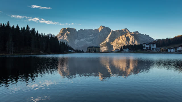 intervalle r gulier au lac misurina dolomites film vid o getty images. Black Bedroom Furniture Sets. Home Design Ideas