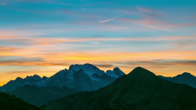 Zeitraffer: Sonnenuntergang von Cortina d ' Ampezzo, ein Alpental in den Dolomiten, Italien