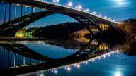 HD-Zeitraffer: Brücke bei Nacht-Darstellung