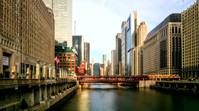 HD Time lapse : City of Chicago downtown riverside