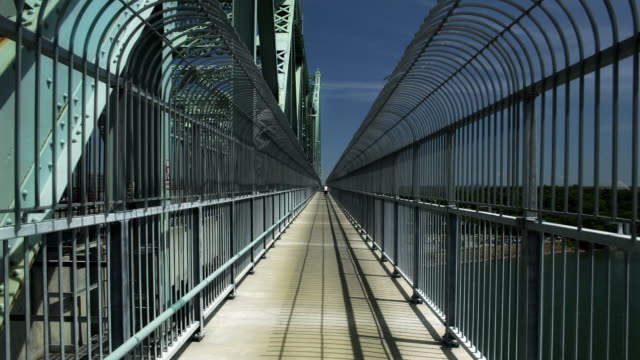 Time Lapse, Crossing a Bridge (Jacques Cartier)