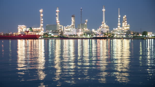 Time Lapse Day to Night: Oil Refinery