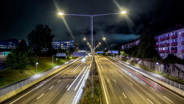 HD-Zeitraffer: Autobahn-Verkehr in der Nacht Schrägansicht