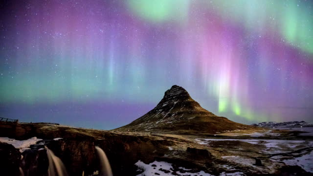 HD Time Lapse : Kirkjufell and Aurora