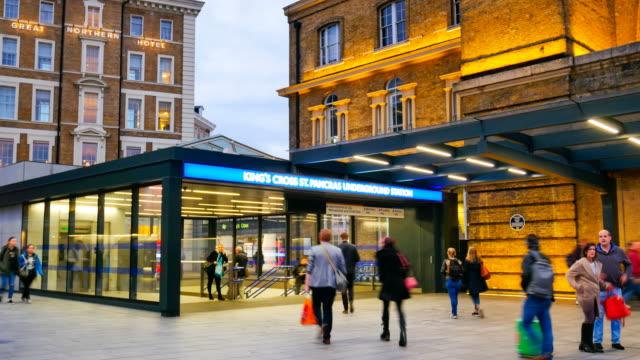 4K Zeitraffer Rohr unterirdischen Bahnhof London, Passagiere in Rush Hour, England, UK