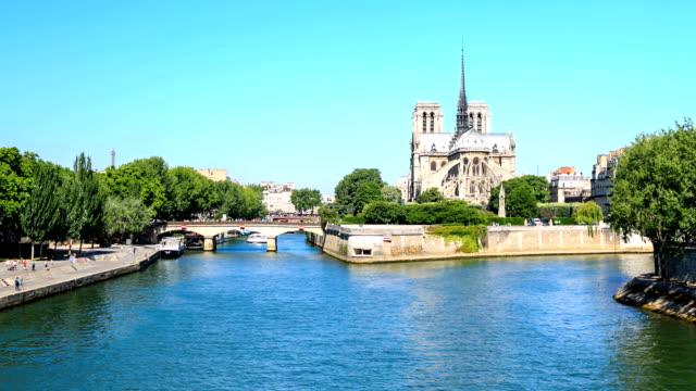 Journal à lettres | POWELL Time-lapse-notre-dame-de-paris-france-video-id456873948?s=640x640