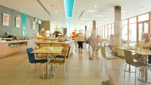 Zeitraffer von Buffet-Frühstück im Hotelrestaurant