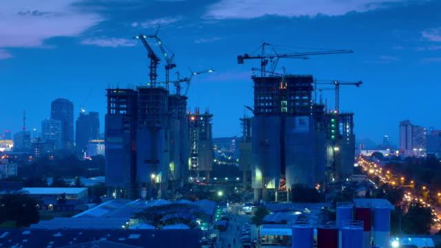 Zeitraffer von Baustelle in der Stadt, Schwenken von