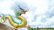 Zeitraffer des Dragon mit dunklen Wolken bewegen