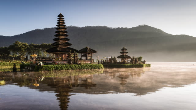 time lapse of Pura Danu Beratan temple with early morning mist
