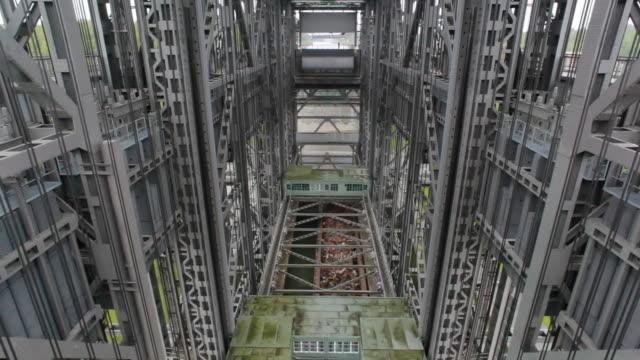 Time lapse di nave ascensore in Niederfinow, Germania